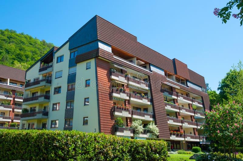 Bostads- byggnad i stad av dåliga Harzburg i Tyskland arkivfoton
