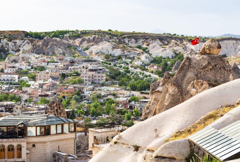 bostads- byggnader i den Goreme staden i Cappadocia fotografering för bildbyråer