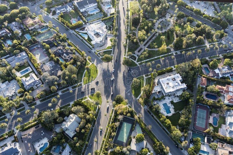 Bostads- genomskärning för Beverly Hills California Aerial Six väg royaltyfria bilder