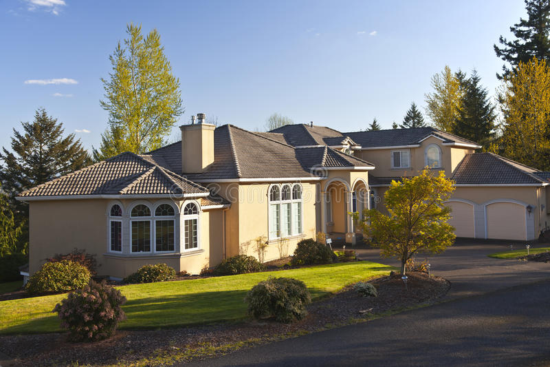 Bostads- herrgård Clackamas Oregon. royaltyfria foton