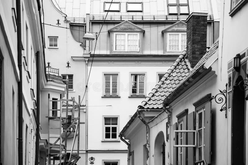 bostads- hus i gammal stad av den Riga staden royaltyfri foto