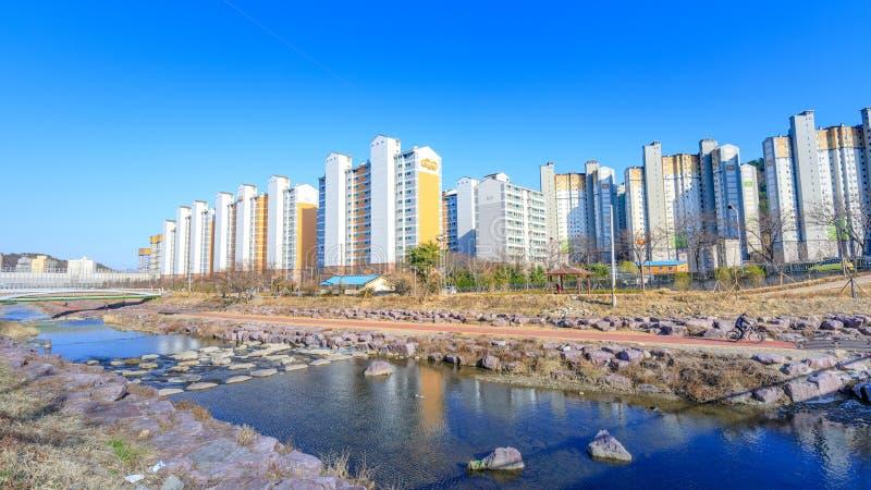 Bostads- hyreshus för hög löneförhöjning i Jangyu, södra Gyeongsang landskap, Sydkorea royaltyfri bild