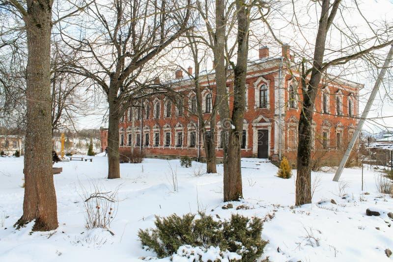 Bostads- inhysa Staraya Ladoga helig antagandenunnekloster fotografering för bildbyråer