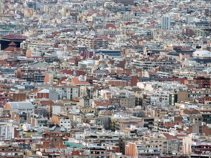 Bostads- panorama- flyg- stads- landskap av den barcelona visningen och affärsområden med synliga hundratals byggnader royaltyfri bild