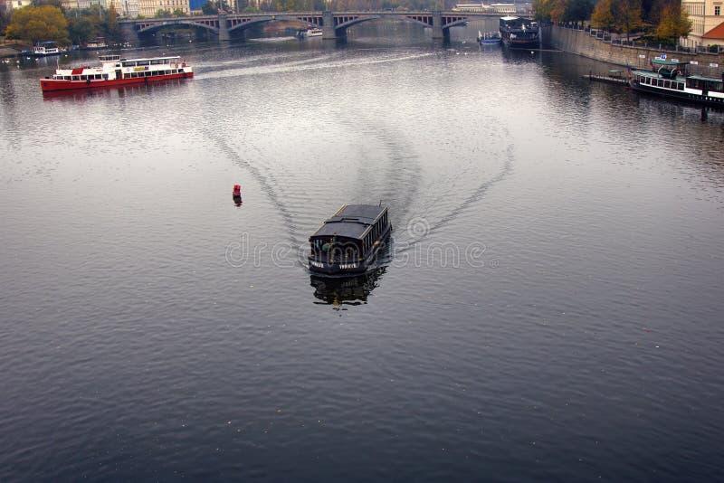 Bostads- pråm för Vltava husbåtar royaltyfria foton