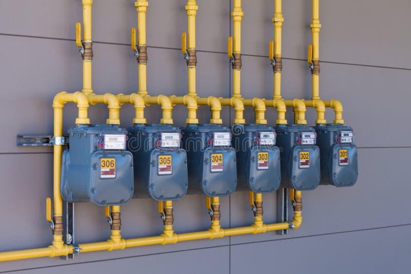 Bostads- rörmokeri för tillförsel för rad för gasenergimeter arkivfoton