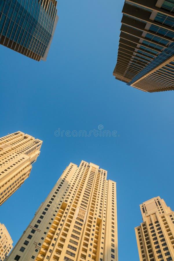 Bostads- skyskrapor arkivfoto
