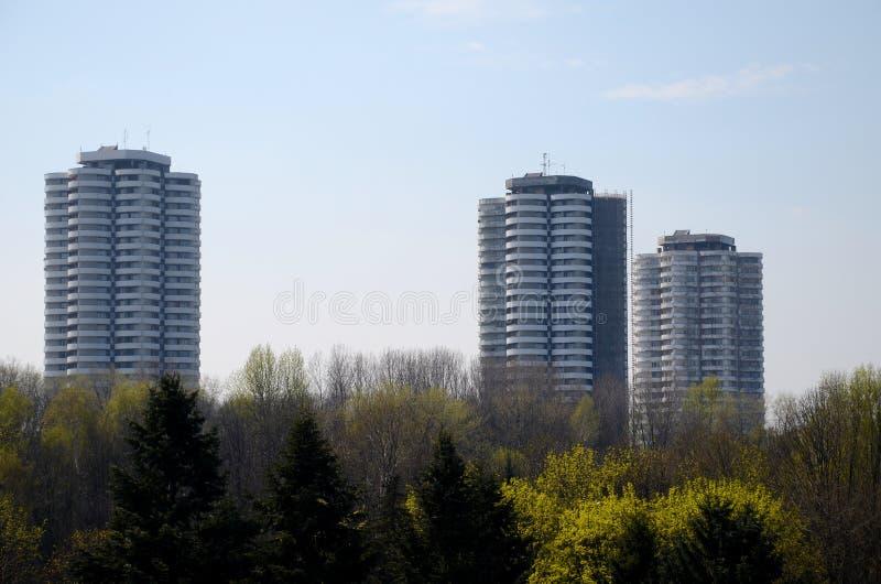 Bostads- skyskrapor i Katowice, Polen royaltyfria foton
