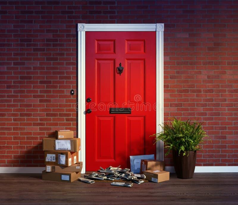 Bostads- ytterdörr med buntar av levererade askar och tidningar; ägare inte hem royaltyfria foton