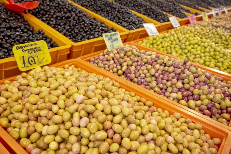 Bostanli/Smirne/Turchia, il 20 febbraio 2019, mercato verde oliva del bazar di Bostanli immagine stock libera da diritti