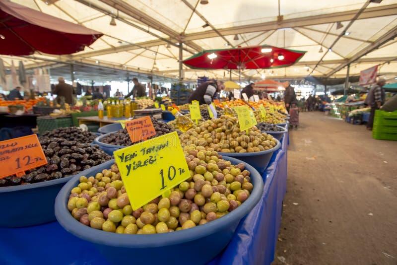 Bostanli/Smirne/Turchia, il 20 febbraio 2019, mercato verde oliva del bazar di Bostanli fotografia stock libera da diritti