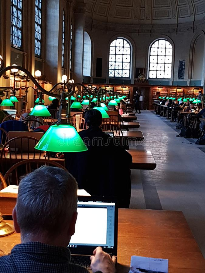 Boston-Öffentlichkeiten Libray - Bates Reading Room, stockbild