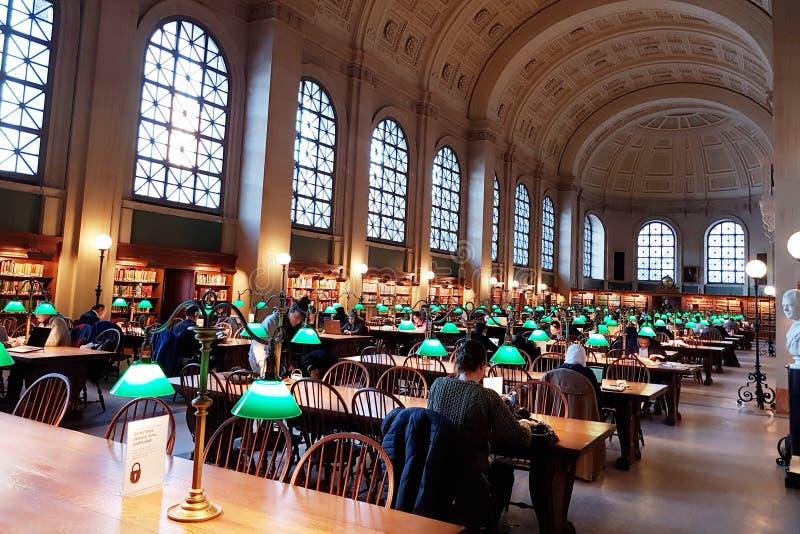Boston-Öffentlichkeiten Libray - Bates Reading Room, stockbilder