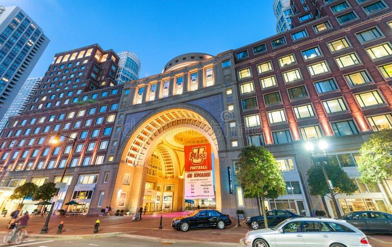 BOSTON - EM SETEMBRO DE 2015: Parte dianteira do cin do traffi da cidade do porto de Boston fotografia de stock royalty free