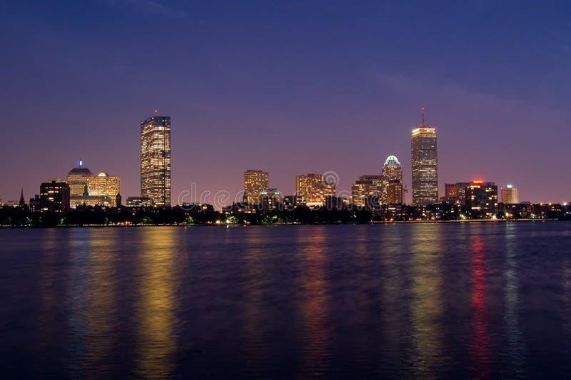 Boston en la noche imagen de archivo