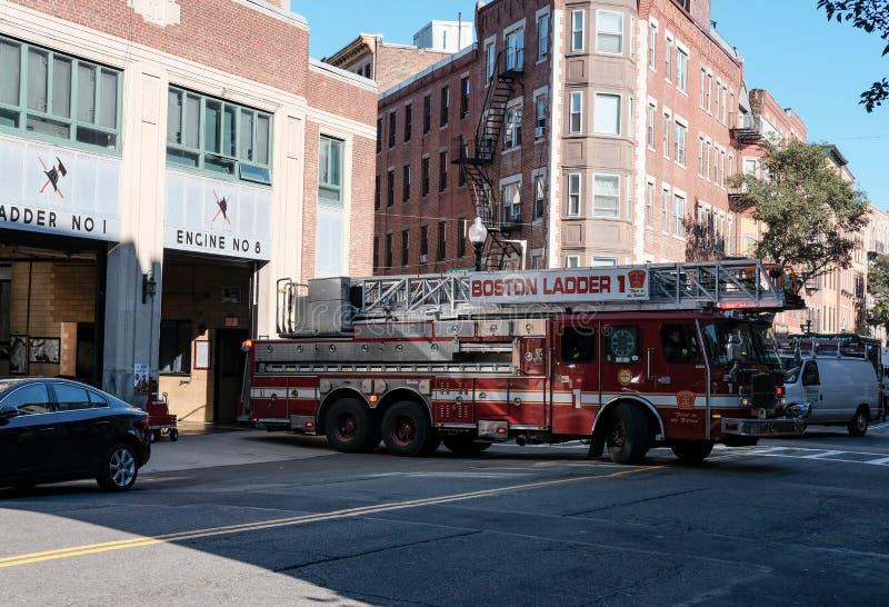 Boston-Feuerwehrmaschine nehmen an einem Anruf im Stadtzentrum teil lizenzfreies stockbild