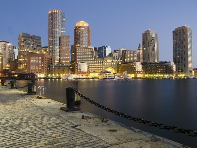 Boston-Hafen an der Dämmerung lizenzfreies stockbild