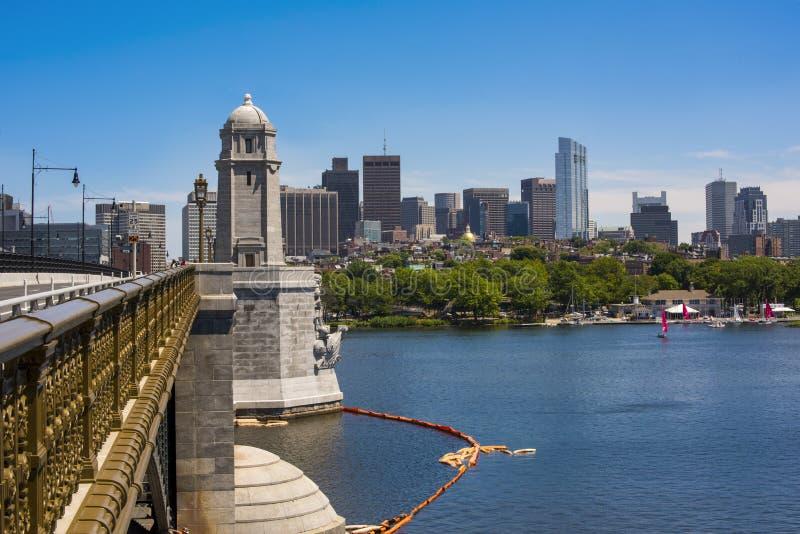 Boston linia horyzontu i Charles rzeka jak widzieć od historycznego Longfello obraz royalty free