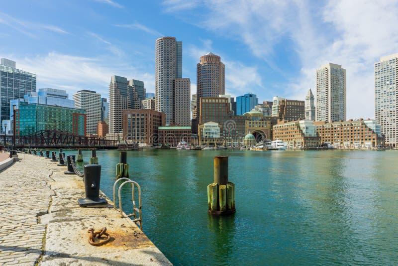 Boston linia horyzontu widok brać od fan mola Rowe nabrzeże fotografia stock