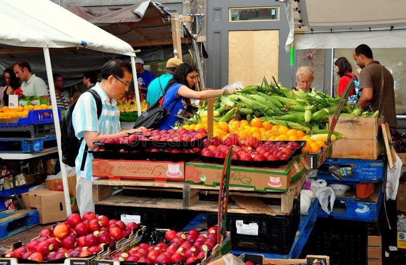 Boston, MA: Kupujący przy Haymarket zdjęcia stock