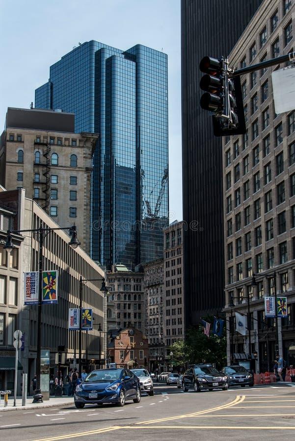 Boston mA los E.E.U.U. 04 09 centro de la ciudad 2017 y camino de los edificios de la opinión panorámica del día de verano del ho foto de archivo