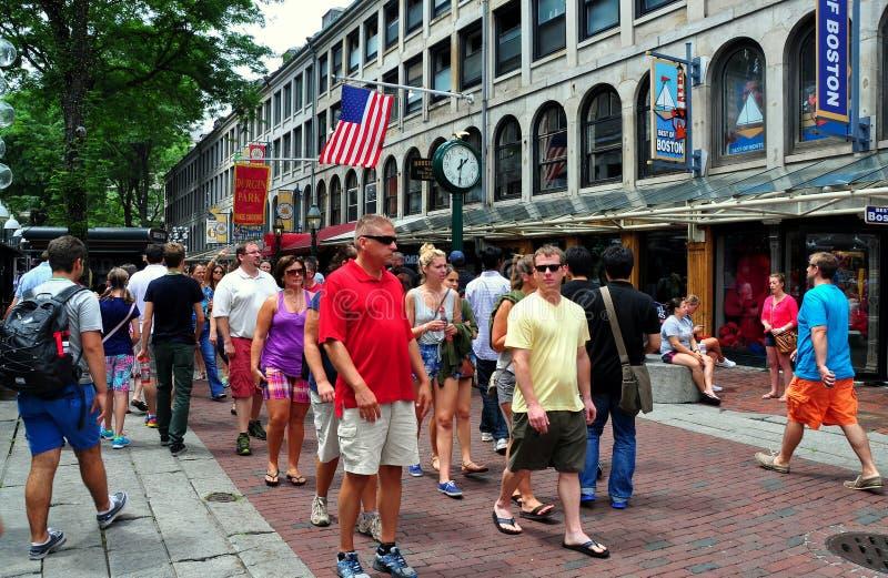 Boston, MA: Ludzie przy Quincy rynkiem fotografia royalty free