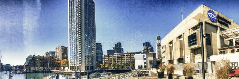 BOSTON, MA - OTTOBRE 2015: Passeggiata dei turisti lungo le vie della città Bos fotografia stock libera da diritti