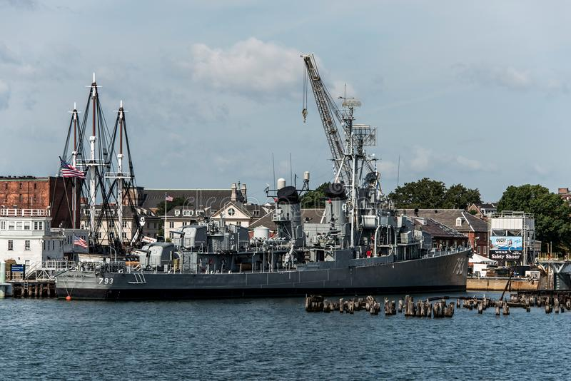 Boston Massachusetts los E.E.U.U. 06 09 2017- Hito histórico joven del nacional del destructor de la clase de USS Cassin Fletcher imagen de archivo