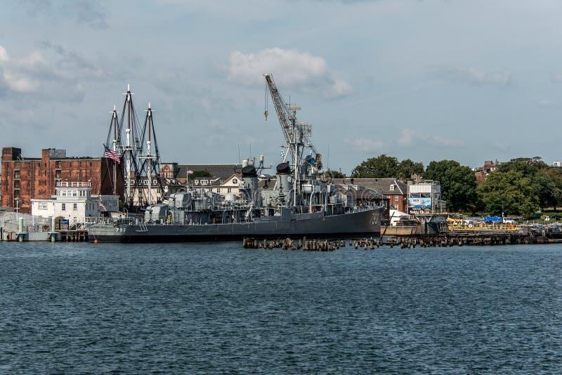 Boston massachusetty USA 06 09 2017- Nationell historisk gränsmärke USS Cassin för ung Fletcher gruppjagare royaltyfria bilder
