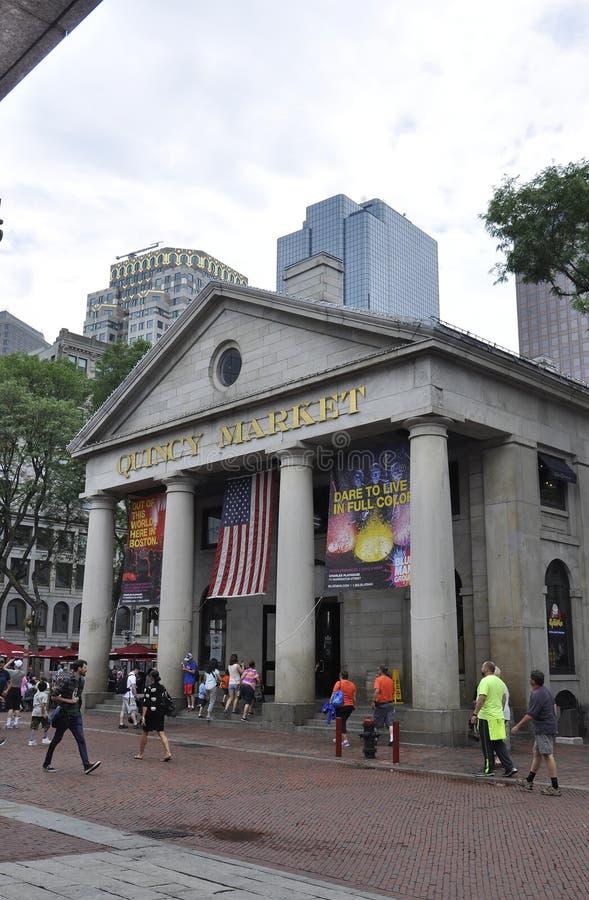 Boston mor, 30th Juni: Quincy Market byggnad från Faneuil Hall Marketplace i i stadens centrum Boston från det Massachusettes til royaltyfria foton