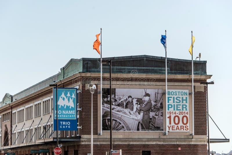 Boston MOR, USA 05 09 2017 100 år ställe för marknad för annifiskpir i sommar royaltyfri fotografi