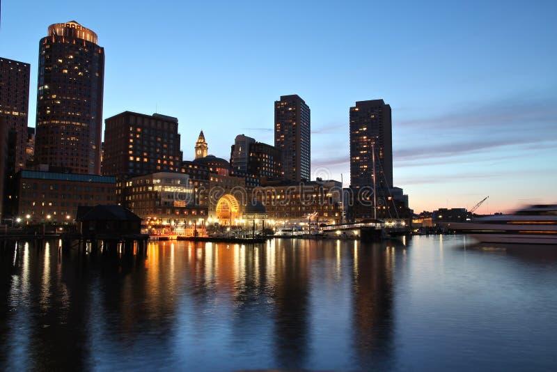 Boston-Nachtskyline lizenzfreie stockfotografie