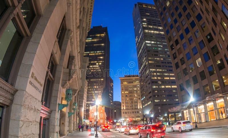 BOSTON - 18 OTTOBRE 2015: Costruzioni della città alla notte Welco di Boston fotografia stock