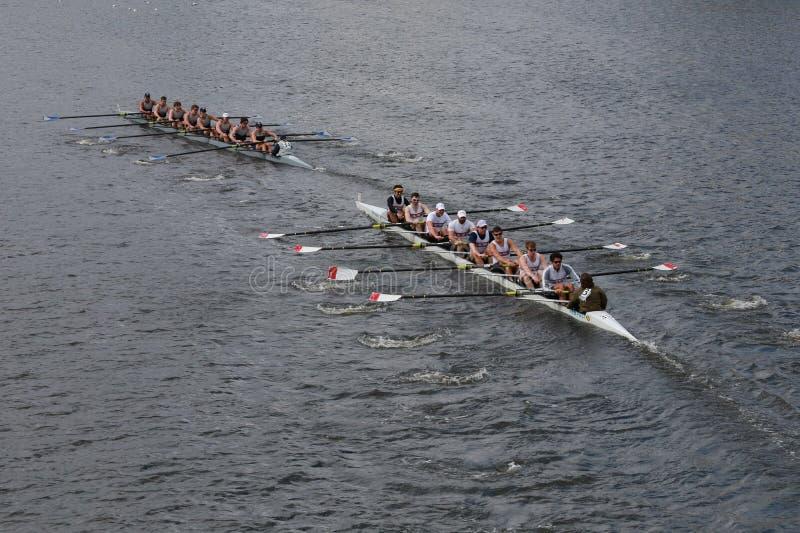 BOSTON - 19 OTTOBRE 2014: Il club atletico di New York e del georgetown university corre nella testa del Champio di Charles Regat fotografia stock