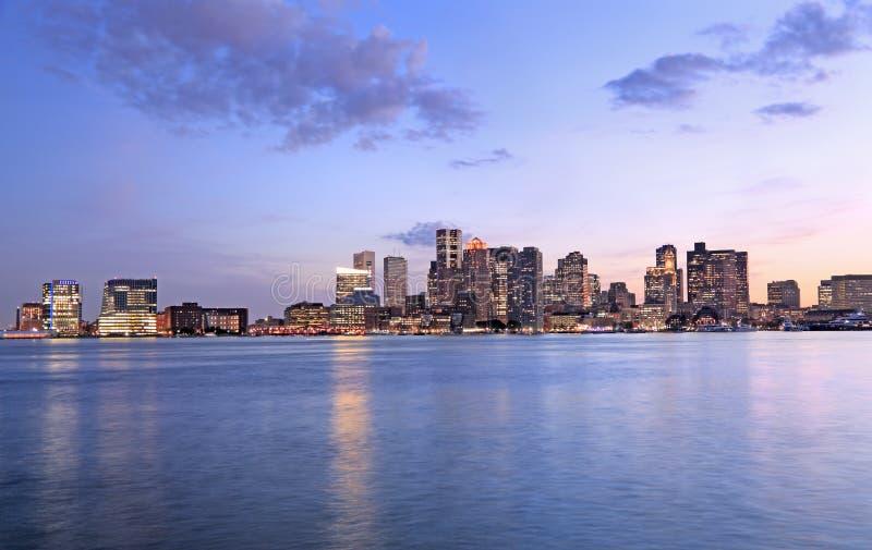 Boston-Skyline an der Dämmerung, USA stockbilder