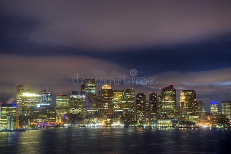 Boston-Skyline nachts lizenzfreies stockfoto