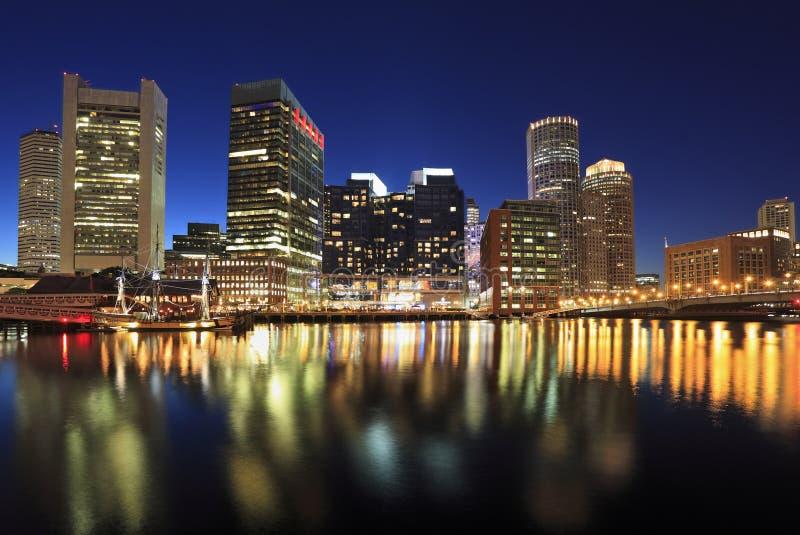 Boston-Skyline nachts, USA lizenzfreies stockbild