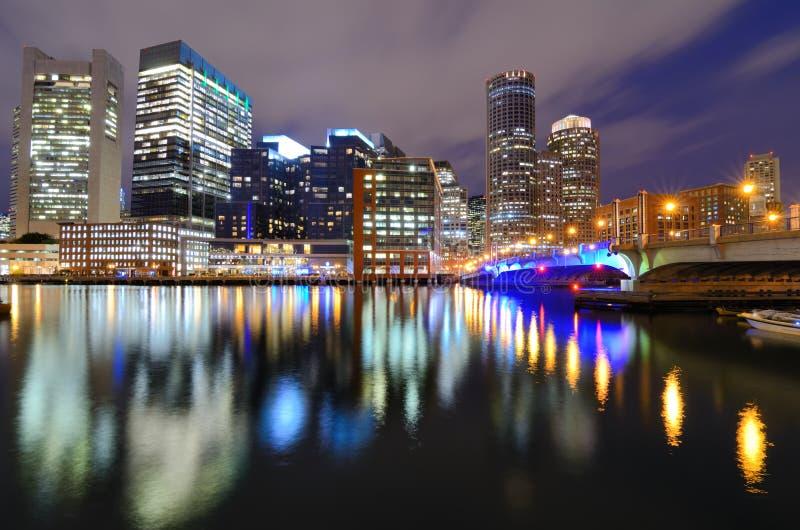 Boston-Skyline von Harborwalk stockfotos