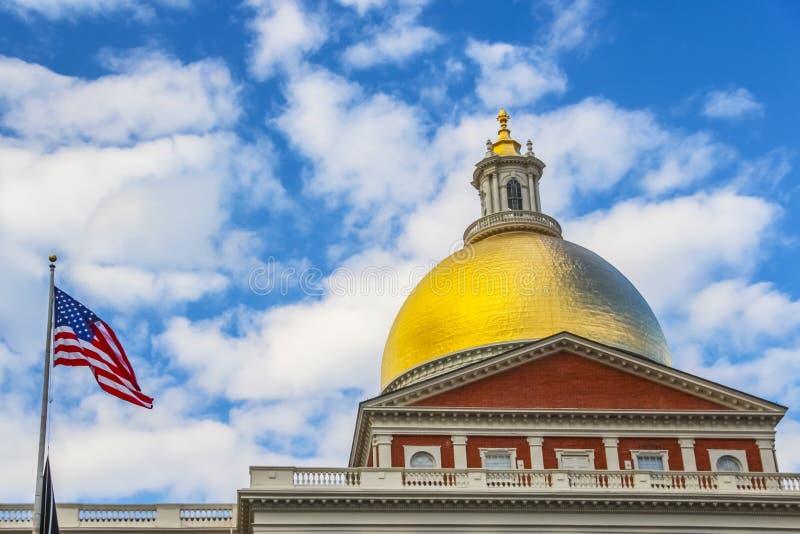 Boston, Staat Massachusetts-Haus nannte auch das Golden Dome während der Tageszeit stockfotografie