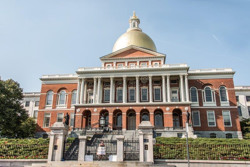 BOSTON usa 06 09 2017 mężczyzna przed Massachusetts stanu domu siedzeniem protestuje dla dziecka ojcostwa rząd zdjęcie stock