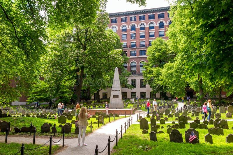 Bostons Freiheitsspur mit Getreidespeicher-Friedhof lizenzfreie stockfotos