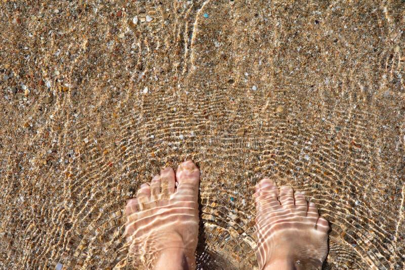 Bosy brodzenie w morzu egejskim fotografia stock