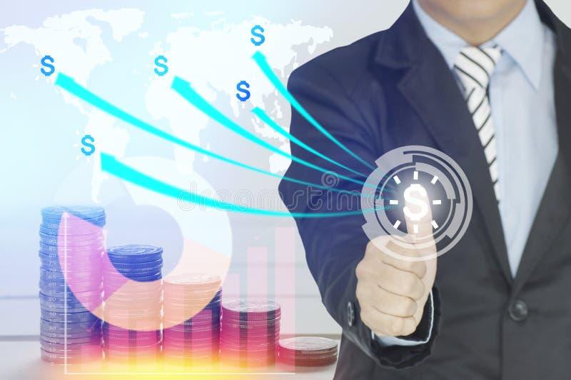 Botão da imprensa do homem de negócios do dinheiro para o investimento imagem de stock