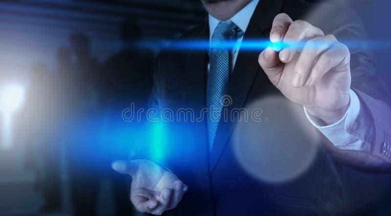 Botão da pressão de mão do homem de negócios fotos de stock
