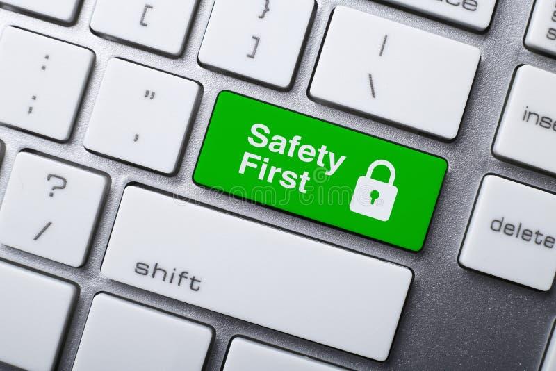 Botão da segurança em primeiro lugar no teclado imagens de stock royalty free