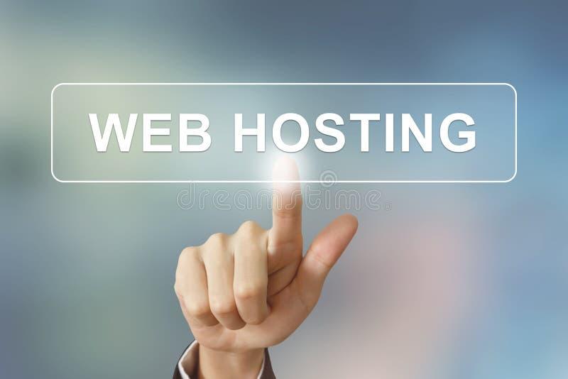 Botão de clique do alojamento web da mão do negócio no fundo borrado imagens de stock