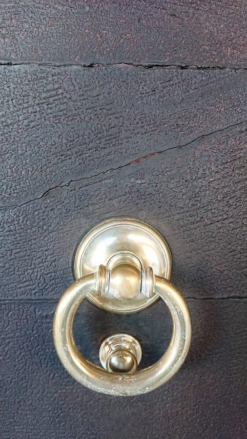 Botão de porta de bronze fotos de stock royalty free