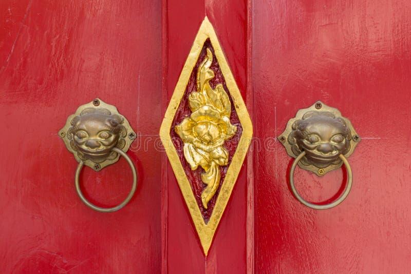 Botão de porta do leão fotografia de stock royalty free
