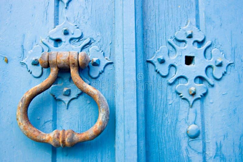 Botão de porta velho foto de stock