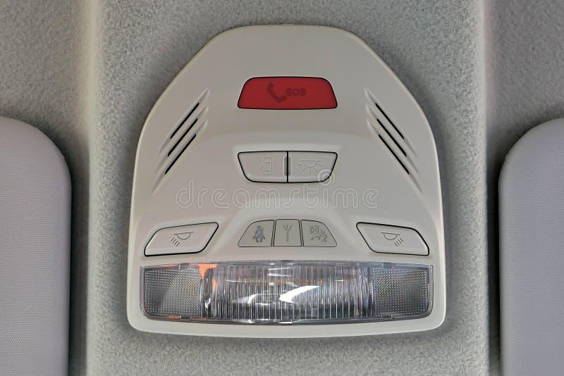 Bot?o do SOS no painel do carro Interior luxuoso do carro imagens de stock